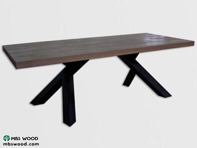 Nuevo modelo 2018 Mesa de comedor fabricada en roble con patas de metal.