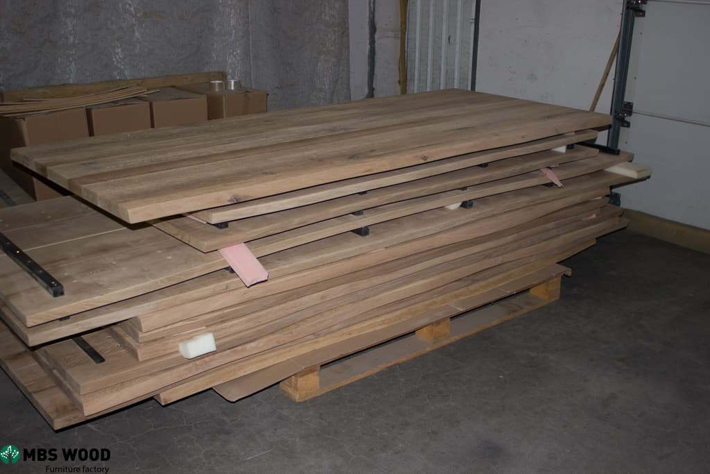 almacén de tableros de mesa de madera de roble